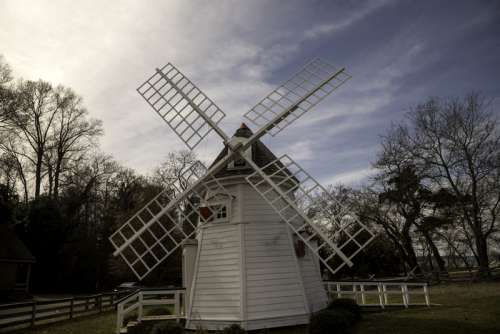 Small Windmill under the afternoon sun in Yorktown, Virginia free photo