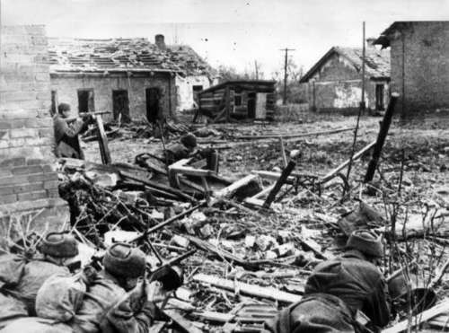 Soviets preparing to ward off a German assault during the Battle of Stalingrad free photo