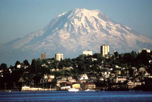 Tacoma with a view of Mount Rainier in Washington free photo