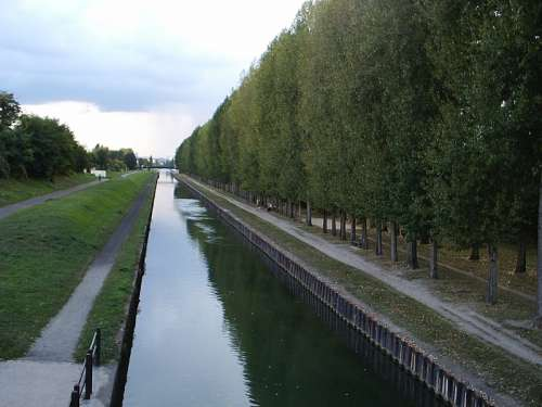 The banks of the Canal de l'Ourcq in Aulnay-Sous-Bois, France free photo