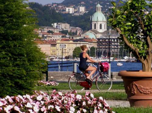 The park of Villa Olmo and the Cathedral in Como. Italy free photo