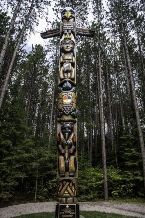 Totem Pole in Algonquin Provincial Park, Ontario free photo