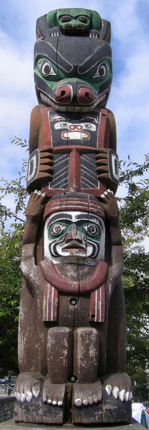 Totem pole on the Inner Harbour in Victoria, British Columbia free photo