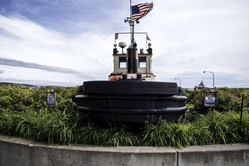 Tugboat landmark near Maritime Museum in Duluth, Minnesota free photo