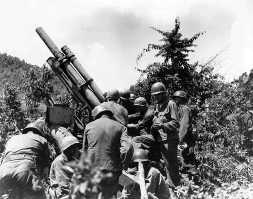 U.S. howitzer position near the Kum River in the Korean War free photo