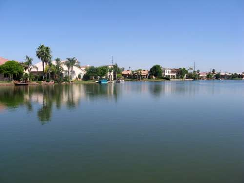 Waterfront in the Val Vista Lakes Community in Gilbert in Arizona free photo