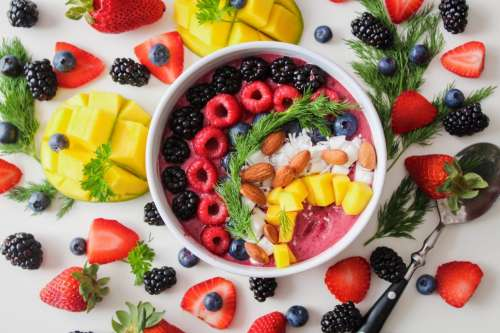 Smoothie bowl with almonds and fruit