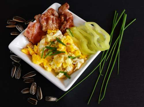 Breakfast: Scrambled eggs with bacon