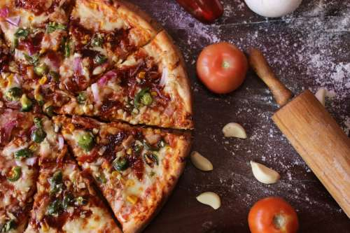 Italian pizza with pepper, garlic and tomatoes