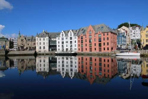 Ålesund Norway Port Mirroring Houses