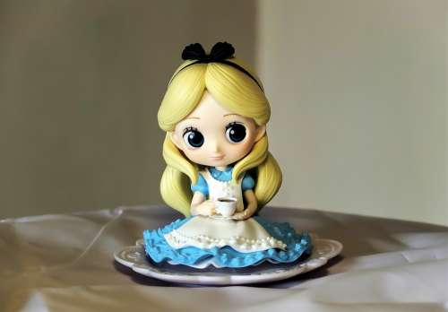 Alice Wonder Land Toy Figurine Small Qposket