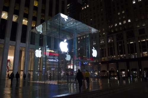 Apple Center New York Fifth Avenue Manhattan Usa