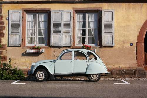 Auto Oldtimer Citroen Duck Window Building