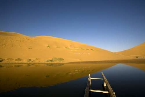 Badain Jaran Desert Depths Of The Lake Bataan Lake