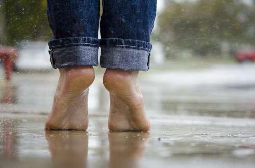Barefoot Feet Macro Outdoors Rain Water Wet