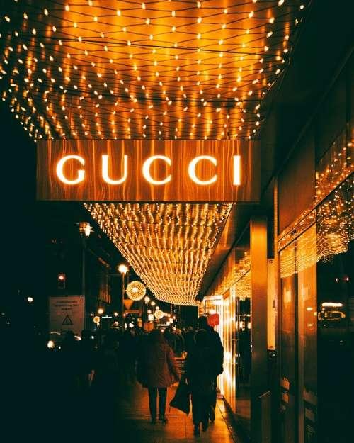 Berlin Shopping Gucci Night Streetphotography