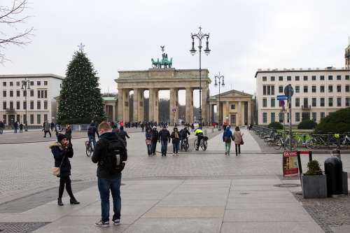 Brandenburg Gate Berlin Historic Edifice Pedestrians