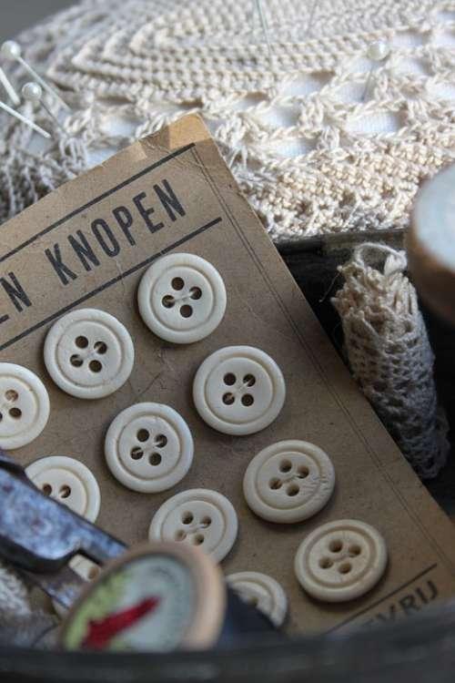 Brocante Knots Pincushion Hooks Bobbin Yarn Old