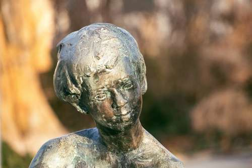 Bronze Statue Figure Artwork Woman Sculpture