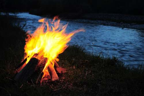 Campfire Ali River Fire At The Edge Of The River