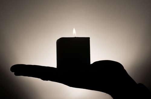 Candle Meditation Hand Keep Heat Confidence Rest