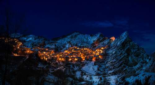 Castelmezzano Italy Village Town Mountains Winter