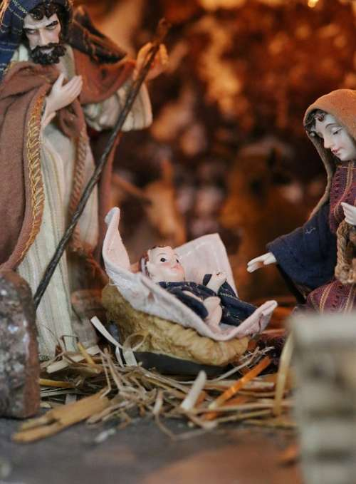 Crib Maria Wood Carving Jesus Joseph Figure
