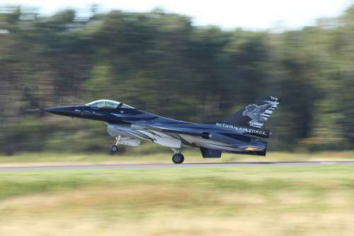 F16 Fighter Vliegtuigshow Airshow Landing Gear