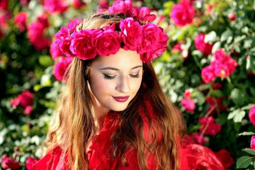 Girl Roses Red Wreath Flowers Beauty