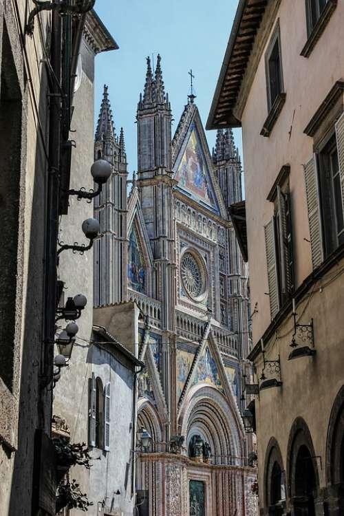 Glimpse Duomo Architecture Orvieto Umbria Italy