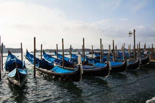 Gondolas Venice Italy Channel Boats Gondolier
