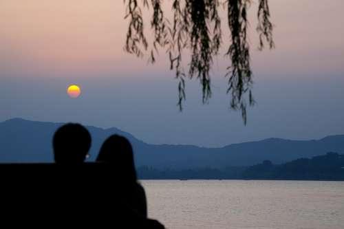Hangzhou China Lake Sunset Couple Horizon Romance