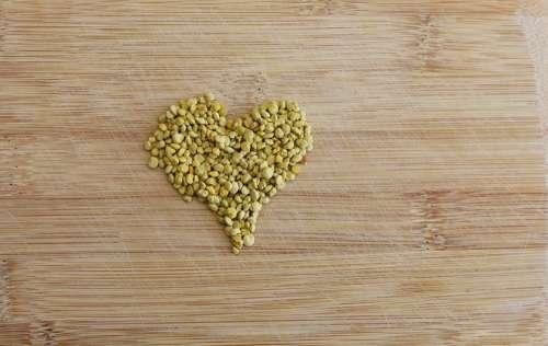 Heart Pollen Valentine'S Day Yellow Pollen Bee
