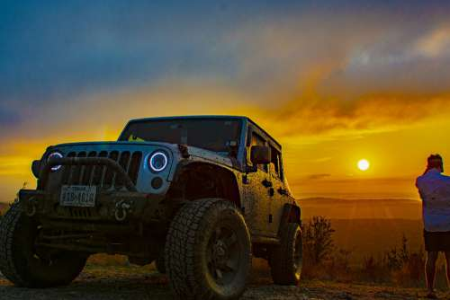 Jeep Outdoors Sunset 4X4 Adventure Moutain Lake