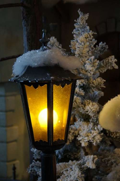 Lantern Light Snowy Artificial Snow Lighting