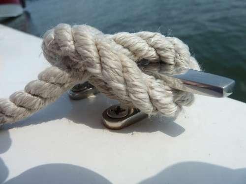 Little Boat Knot Water