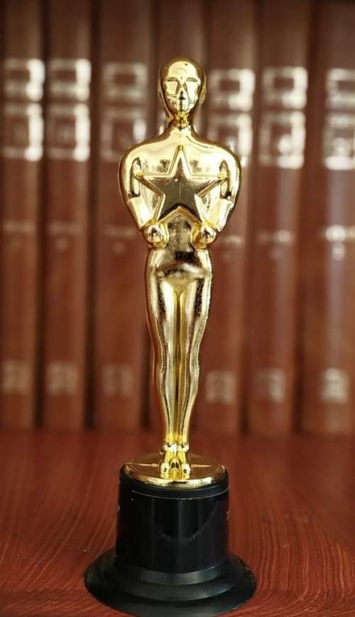 Oscar Statue Prize Win Leader