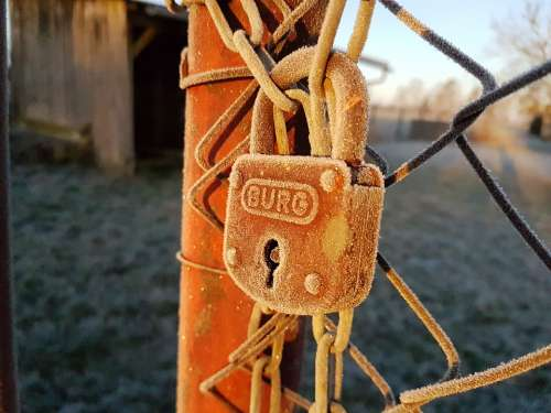 Padlock Rust Frost