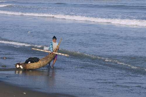 Peru Trujillo Reed Boat Torta De Cabello Fisherman
