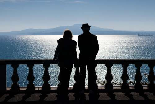 Photo Old Couple Watching Sea Silhouette Blue