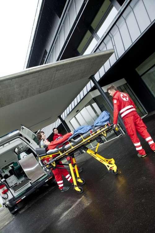 Red Cross Doctor On Call Liège Wear Clinic