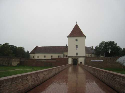 Sarvar Castle Bridge Moat Rainy Rainy Weather