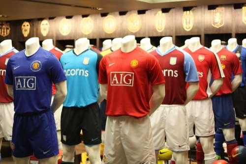 Shop London Manequin Football