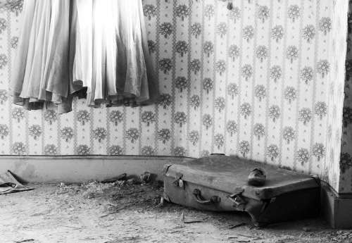 Suitcase Dress Skirt Urbex Girl Luggage Train