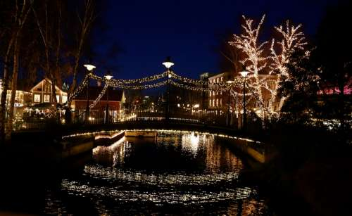 Water Light Light Chain Mirroring Christmas Market