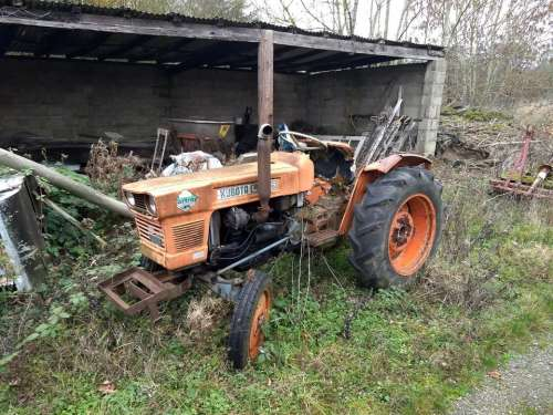 tractor old tractor veteran abandoned agriculture
