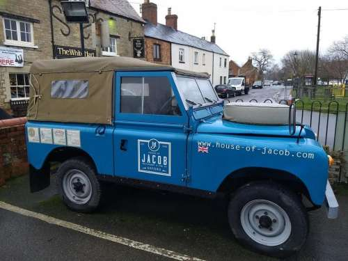 landrover jeep english village blue
