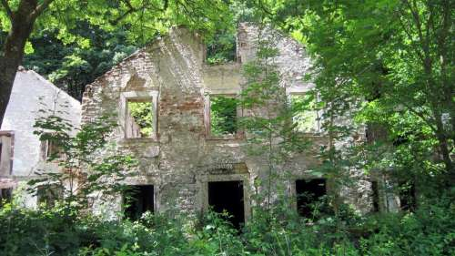 ruin abandoned deserted forlorn desolate
