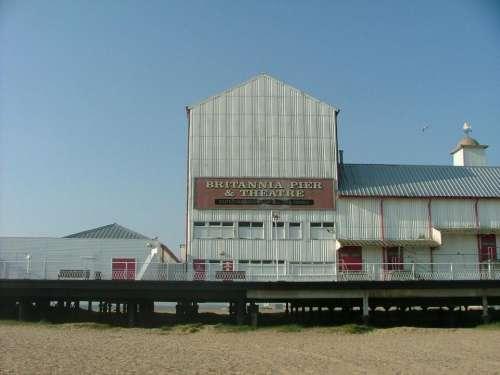 britannia pier great yarmouth beach england fujifilm s9600