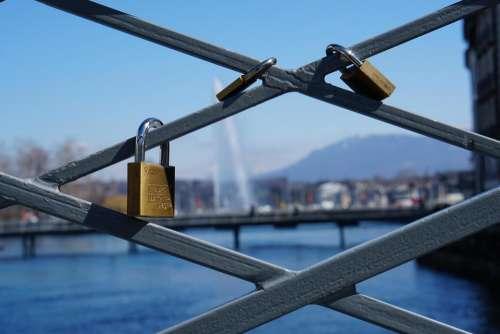 gate lock security symbol memory